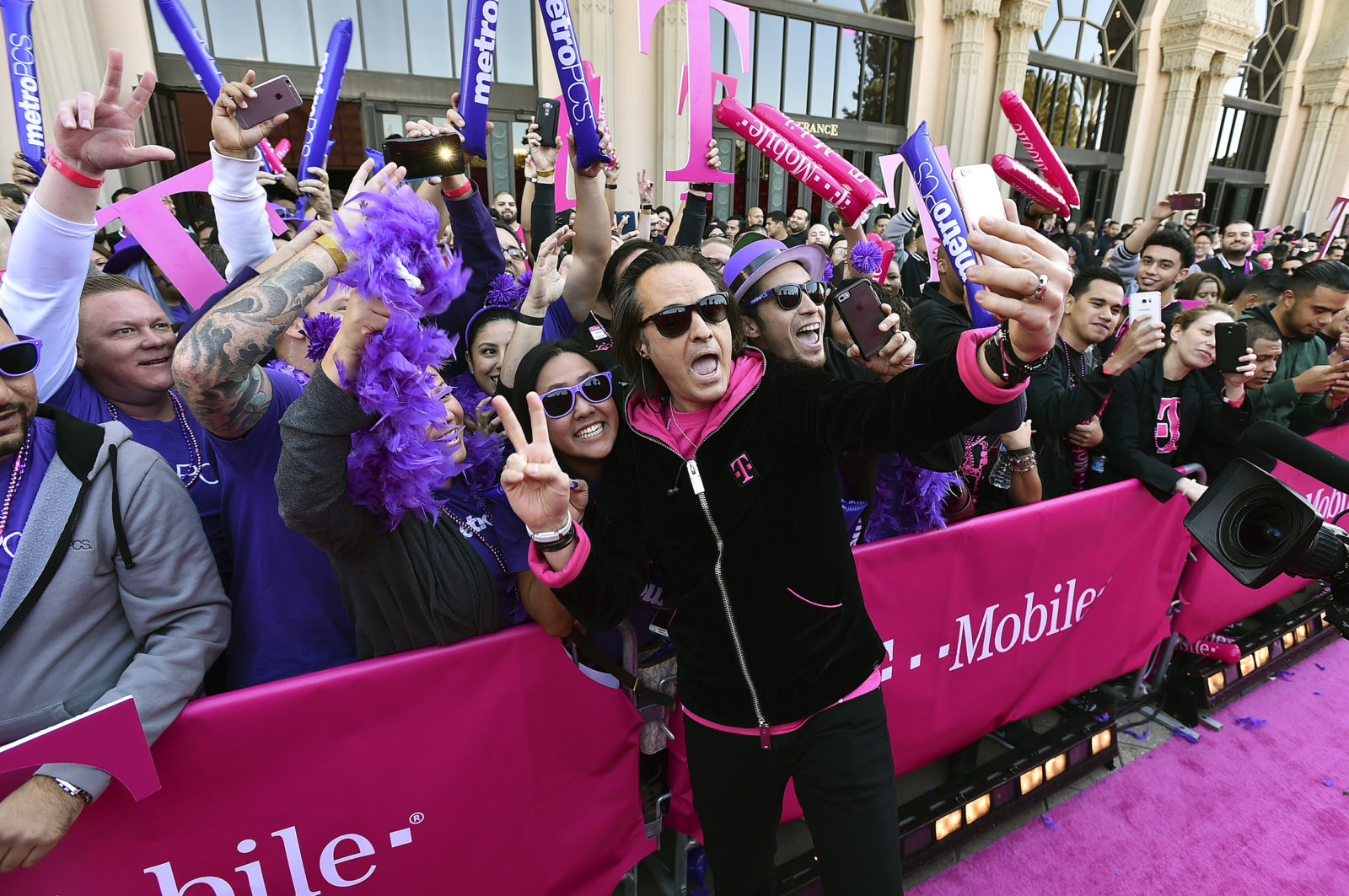 John Legere taking a selfie with fans at T-Mobile & MetroPCS Event